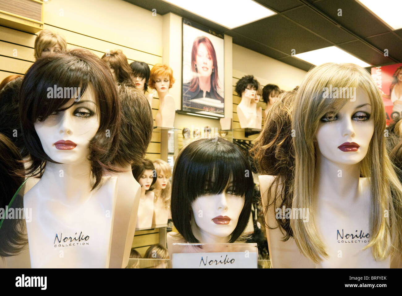 Les mannequins portant des perruques perruque Norika en magasin, centre commercial de Las Vegas, Las Vegas NEVADA Photo Stock