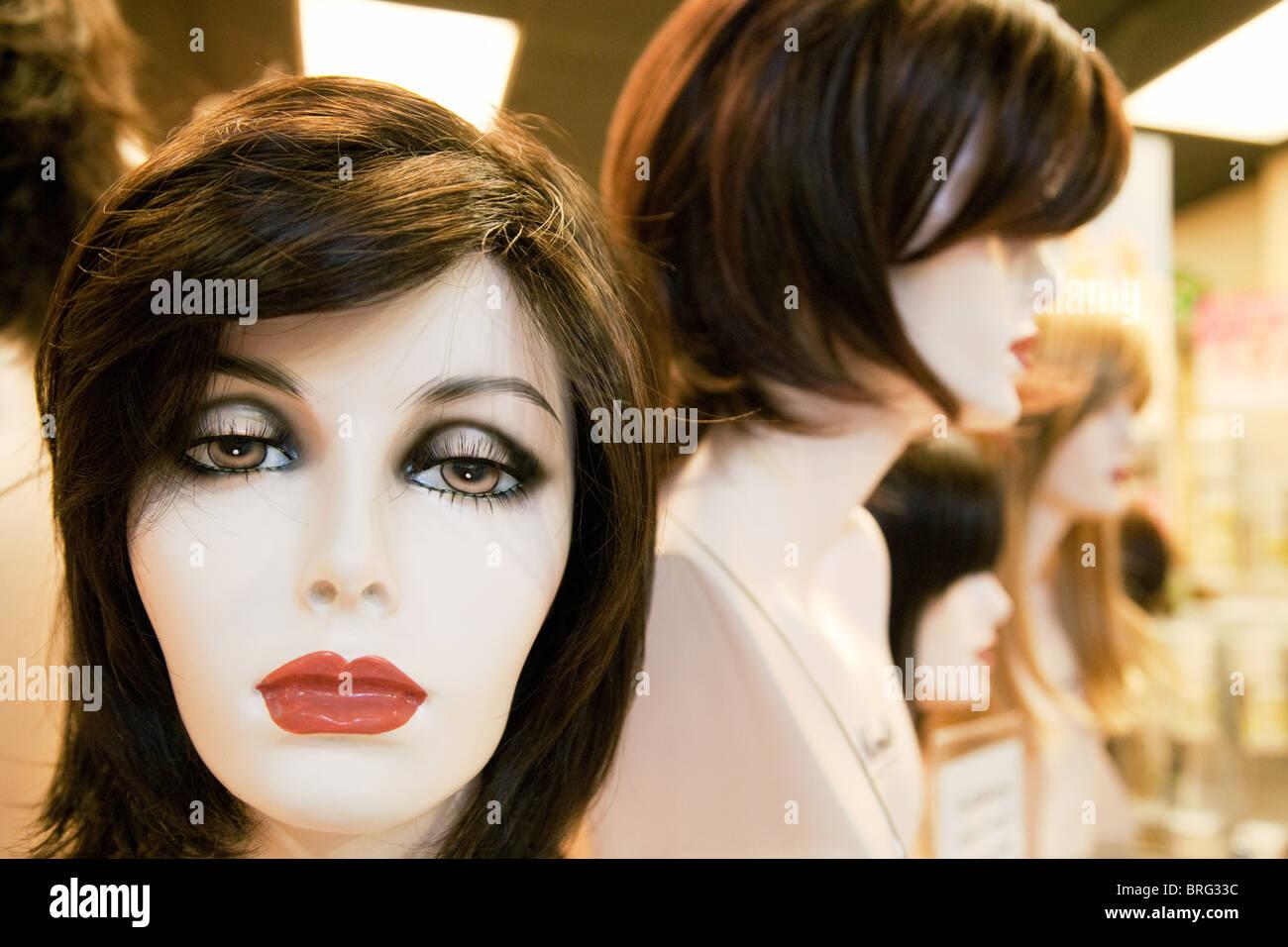Mannequins portant des perruques femme perruque Norika en magasin, centre commercial de Las Vegas, Las Vegas NEVADA Photo Stock