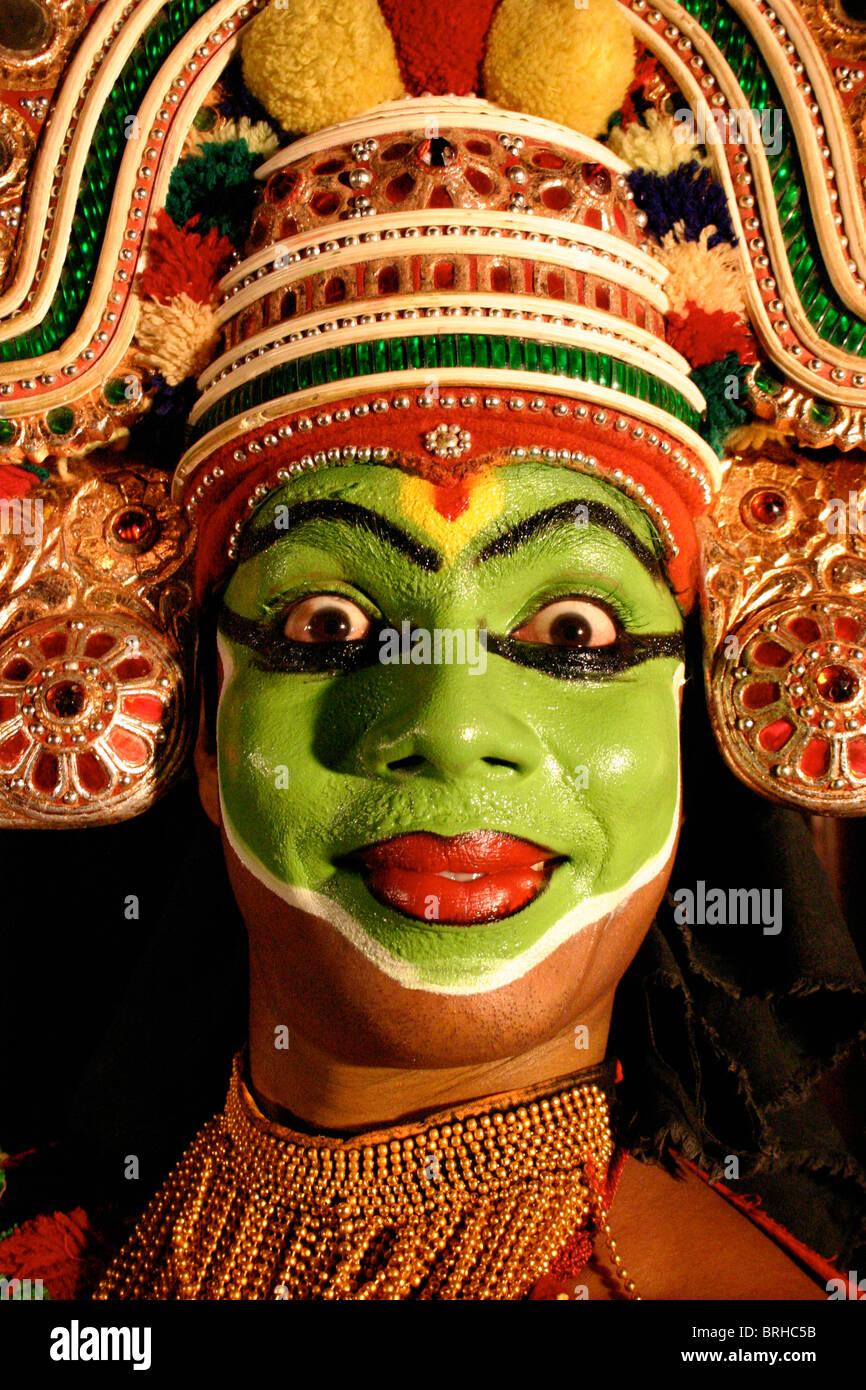 Un danseur de Kathakali au Kerala, Inde du Sud Photo Stock