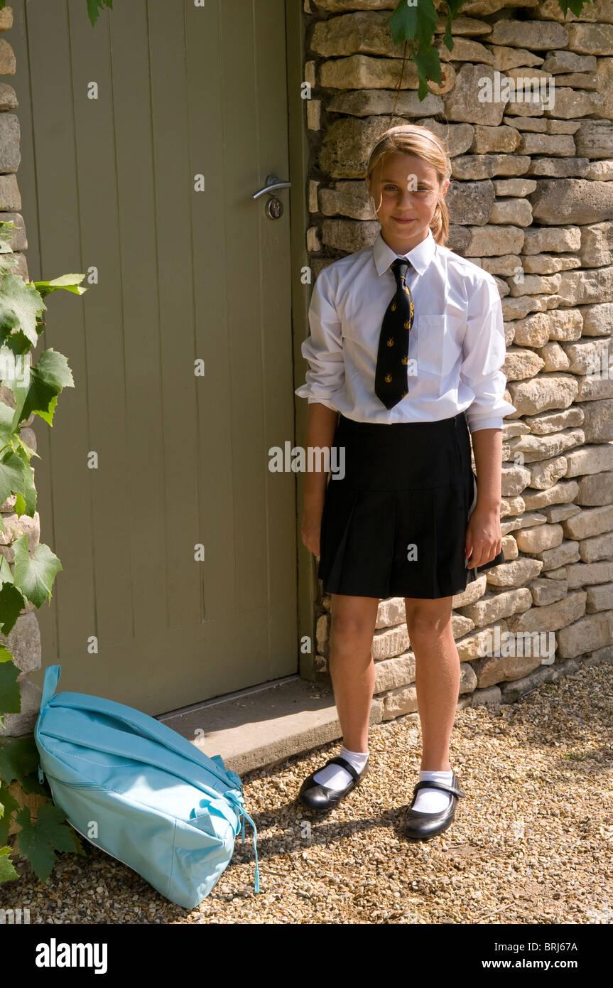 Portrait d'une lycéenne en uniforme Photo Stock