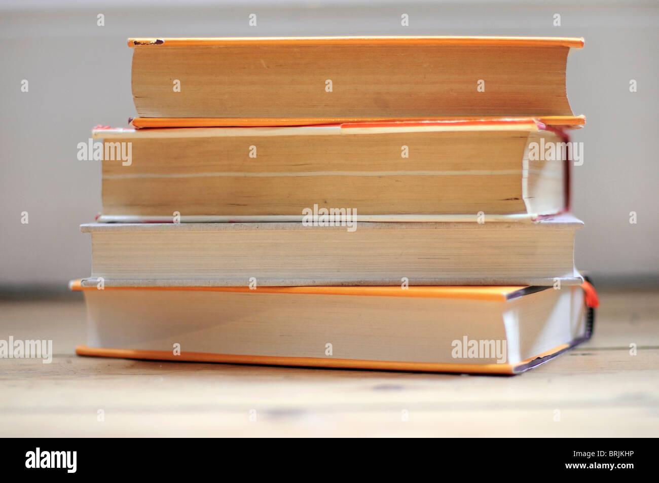 Les livres empilés, close-up Photo Stock