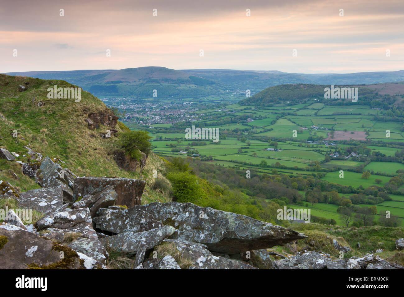 Campagne vallonnée à vers Abergavenny depuis le sommet de l'Skirrid (Ysgyryd Fawr) mountain, Brecon Photo Stock