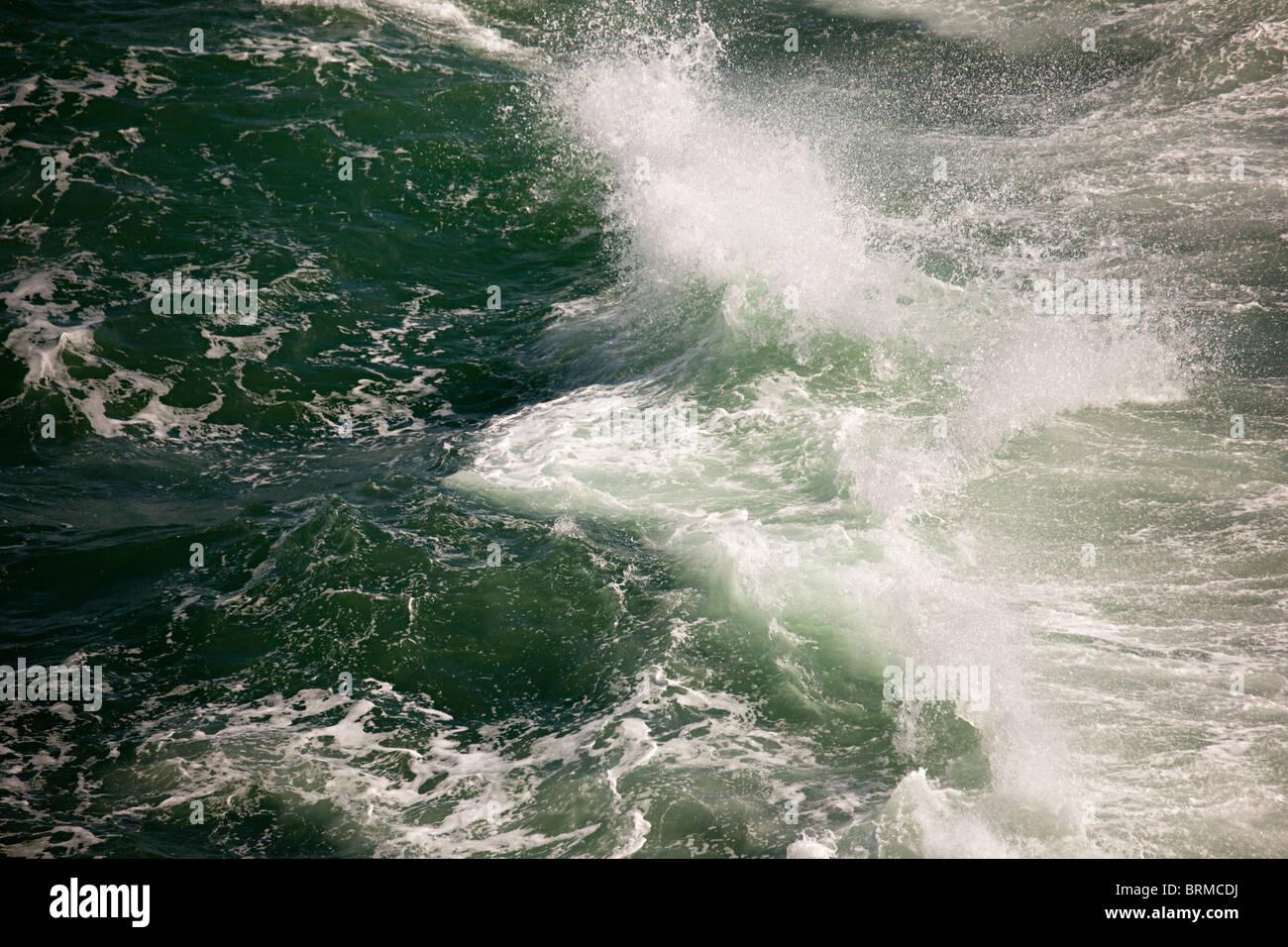 À partir de la pulvérisation de l'onde de rupture Photo Stock