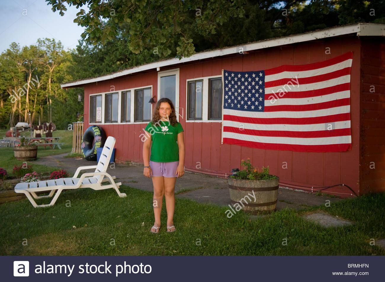 Une fille vacances au lac Leech, Minnesota Banque D'Images