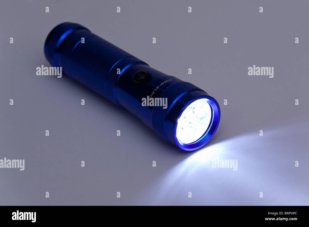 / Torche Lampe de poche avec LED blanches Photo Stock