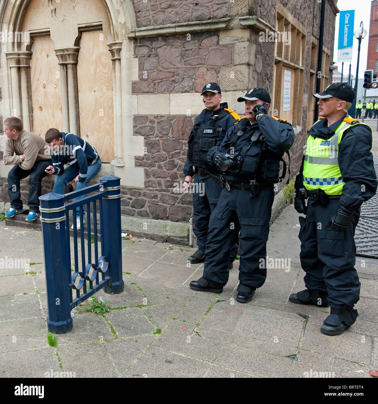 L'unité de surveillance de la police de recueillir des renseignements comme la Ligue de défense anglaise Photo Stock