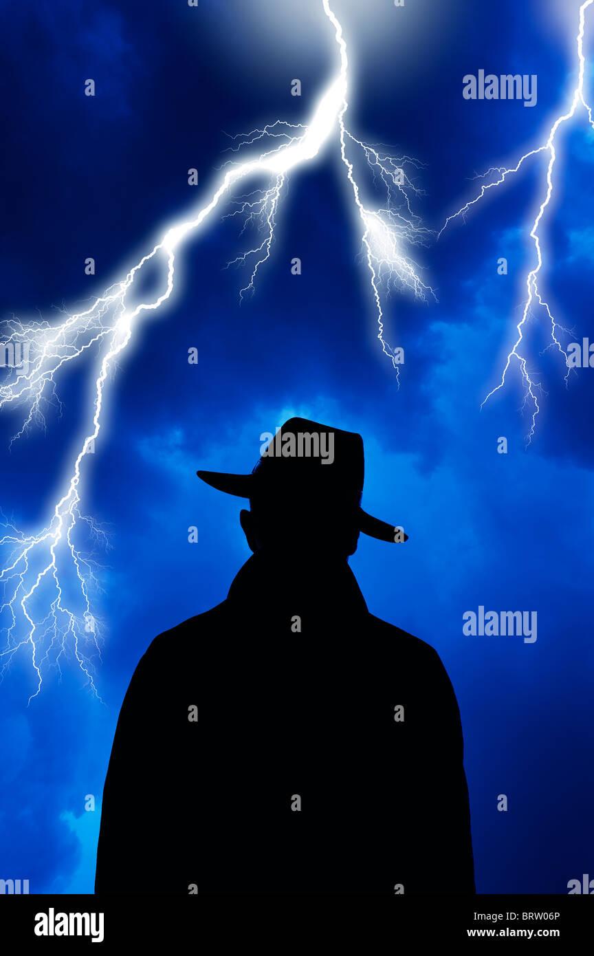 Sinister à bad guy face à orage Photo Stock