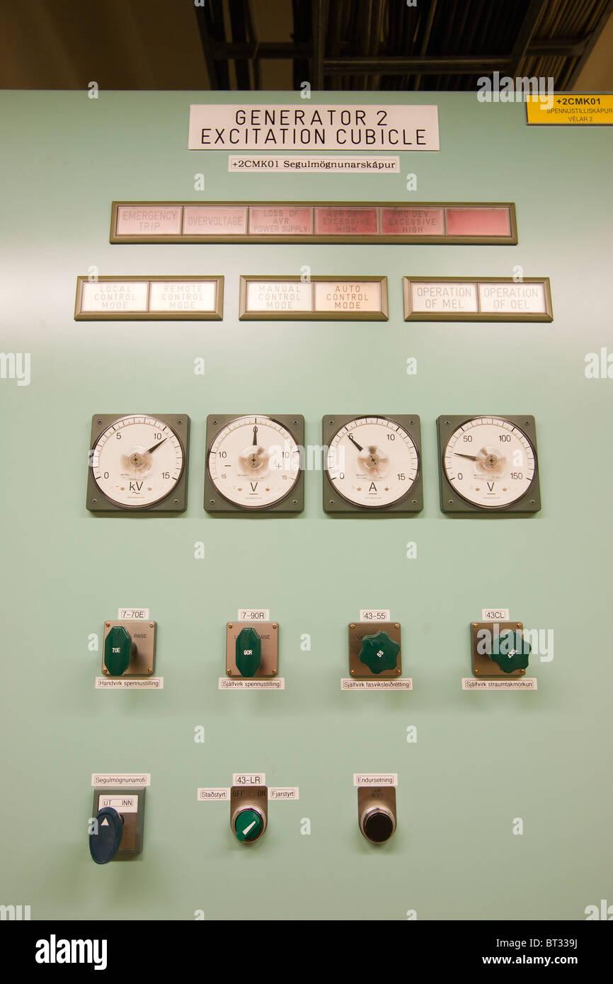 Un panneau de contrôle dans la centrale géothermique de Krafla, Islande. 100% d'électricité Photo Stock