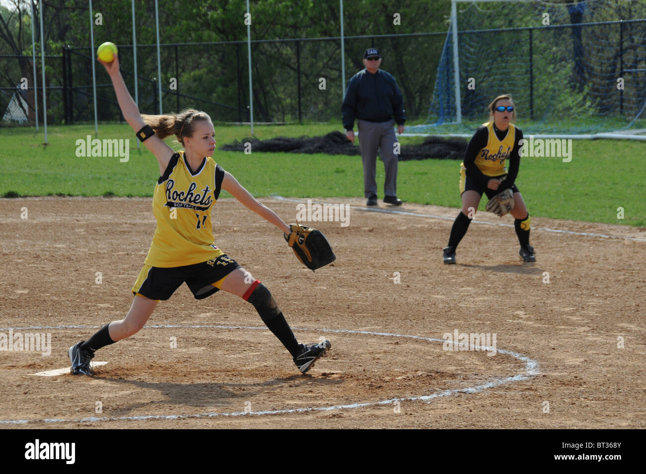 Évoluant dans une école secondaire de softball Photo Stock