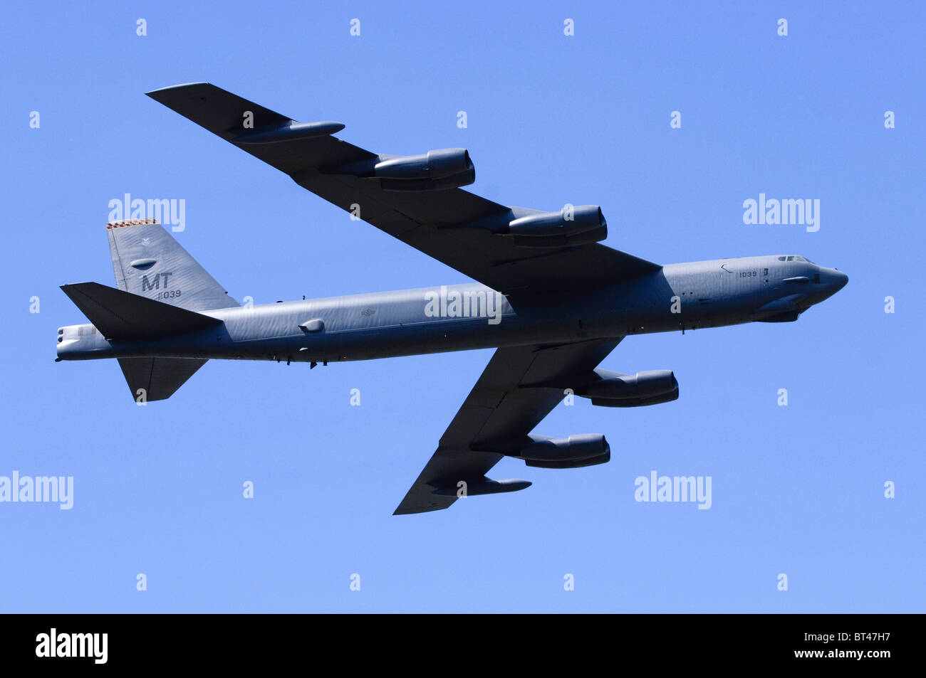 Boeing B-52H Stratofortress exploités par l'US Air Force faire un défilé à Farnborough Airshow Banque D'Images