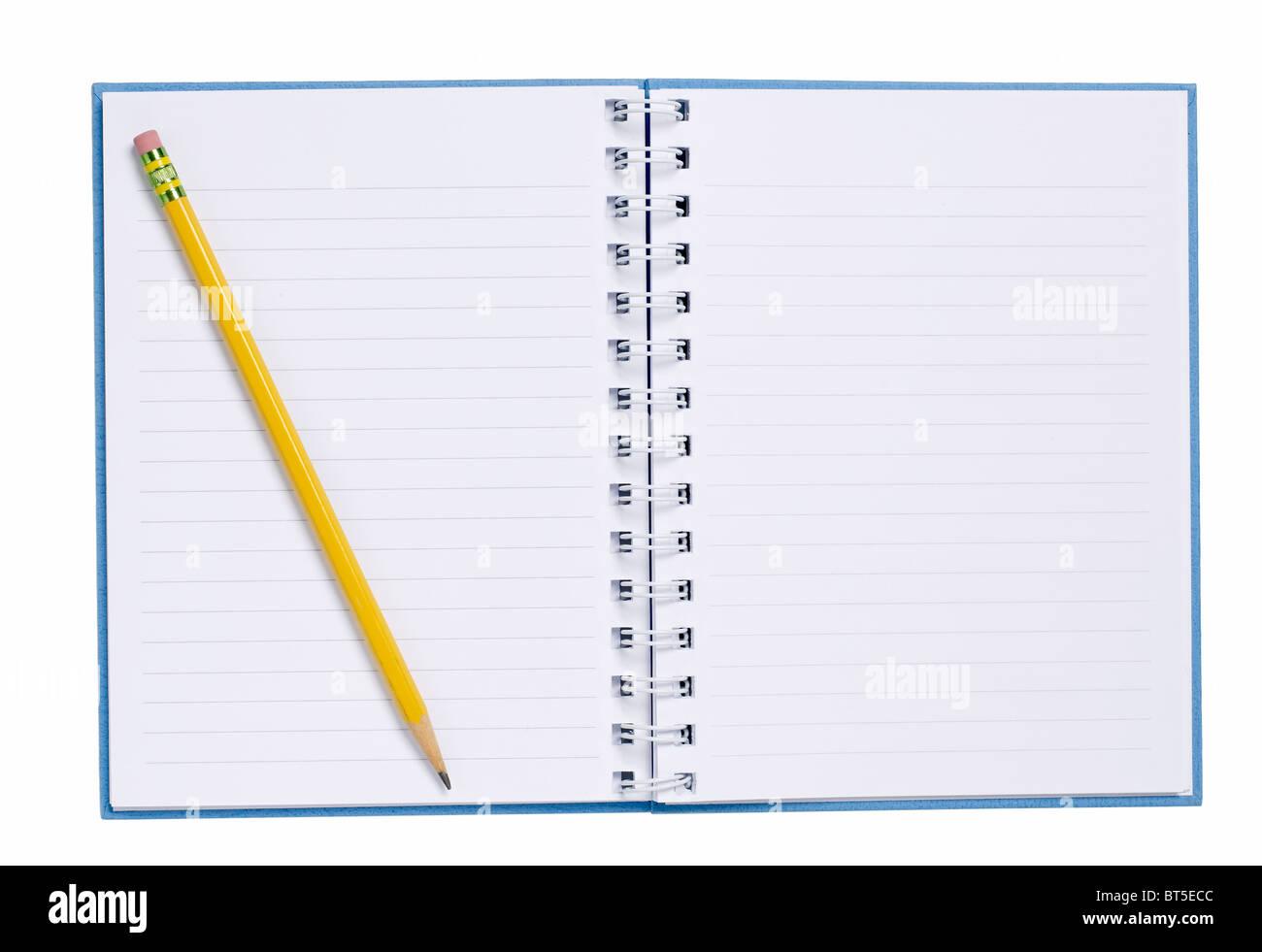 Ouvrir de livre avec papier crayon Photo Stock