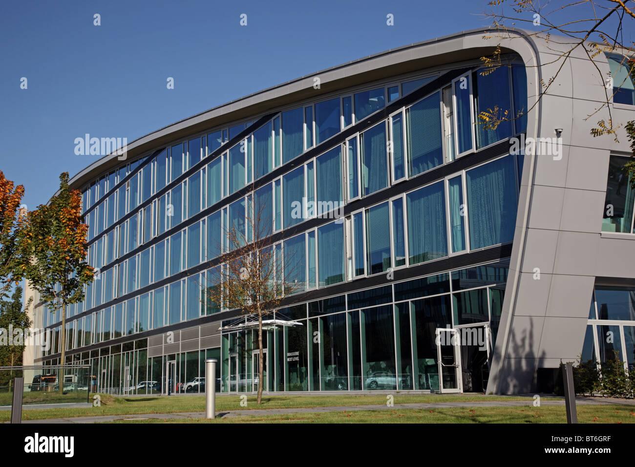 L'Hôtel Grand Hotel Quisisana futuriste à côté du Rhin à Bonn en Rhénanie du Nord-Westphalie Allemagne Banque D'Images
