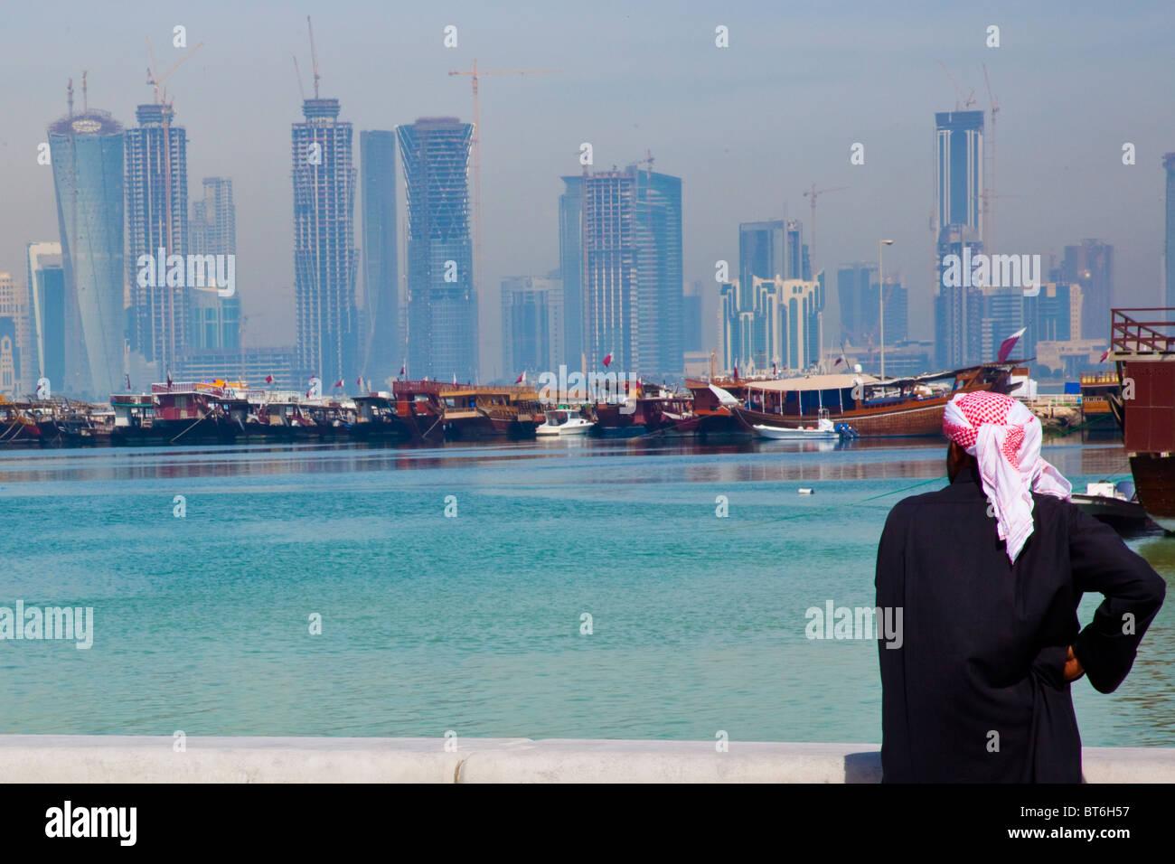 La construction de gratte-ciel Skyline in Doha Qatar Photo Stock