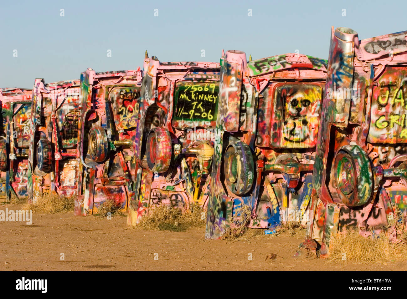 Cadillac Ranch, Amarillo, Texas, United States. Construit le long de la route 66 en 1974 par Stanley Marsh. Photo Stock