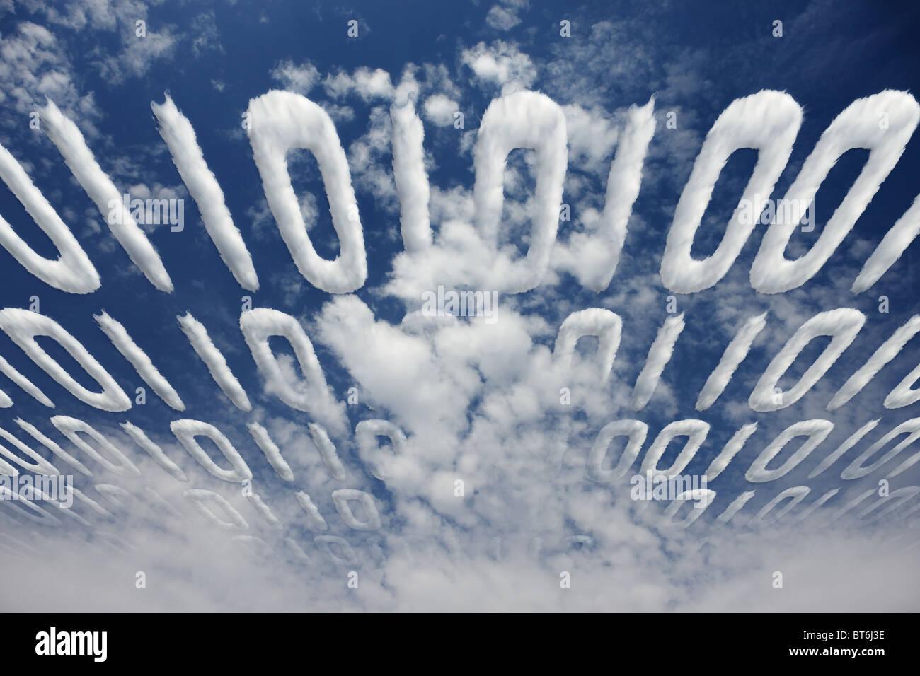 Code binaire nuageux transmis en ciel - concept de communication et d'information électroniques Photo Stock
