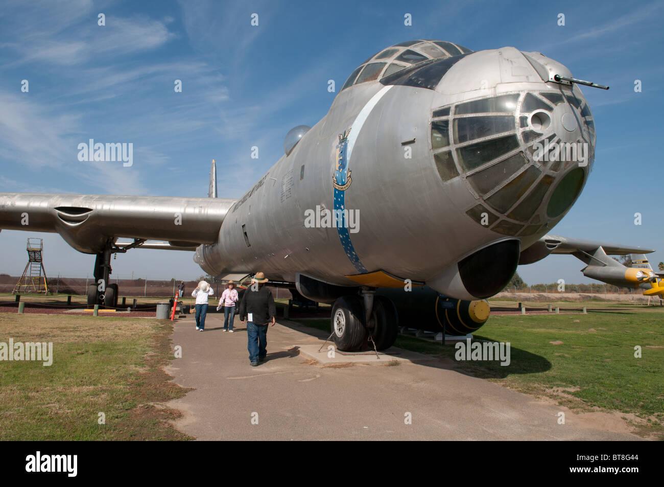 Un RB-36 Peacemaker avion bombardier à long rayon d'action sur l'affichage au château musée de l'air, Merced Californie USA. Banque D'Images