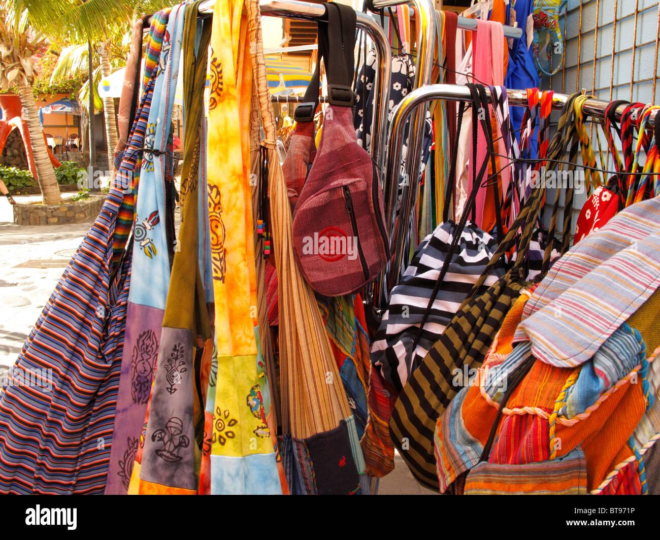 Des sacs en tissu coloré, Puerto de Tazacorte, La Palma, Canary Islands, Spain, Europe Photo Stock