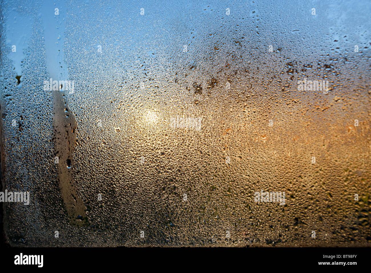 La condensation sur une fenêtre en verre Photo Stock