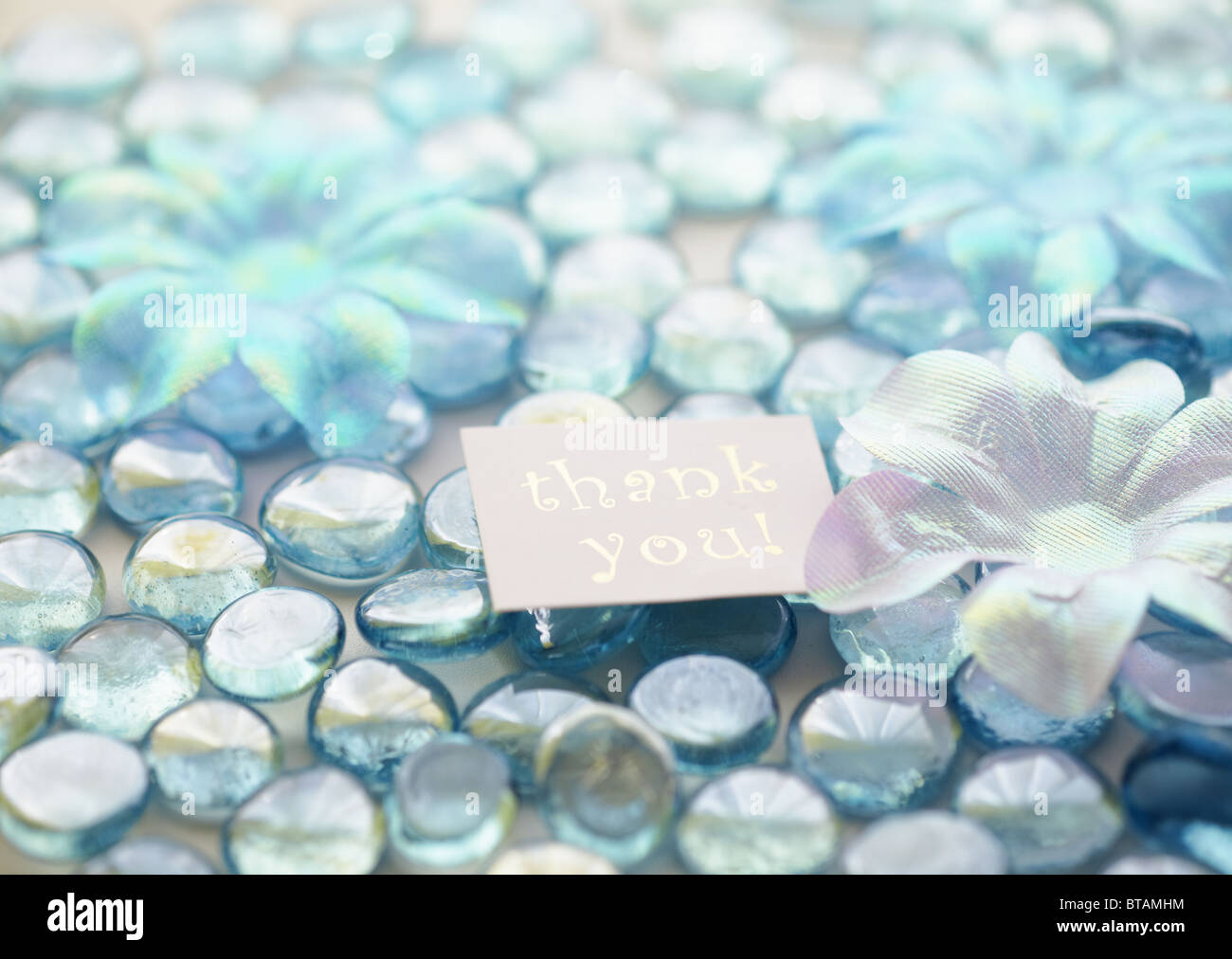 Galets de verre et carte message Photo Stock