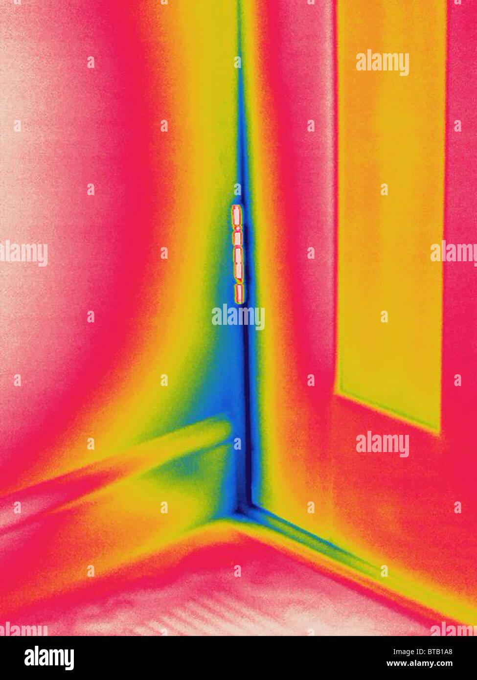 Image thermique d'air froid par la porte qui fuit Photo Stock