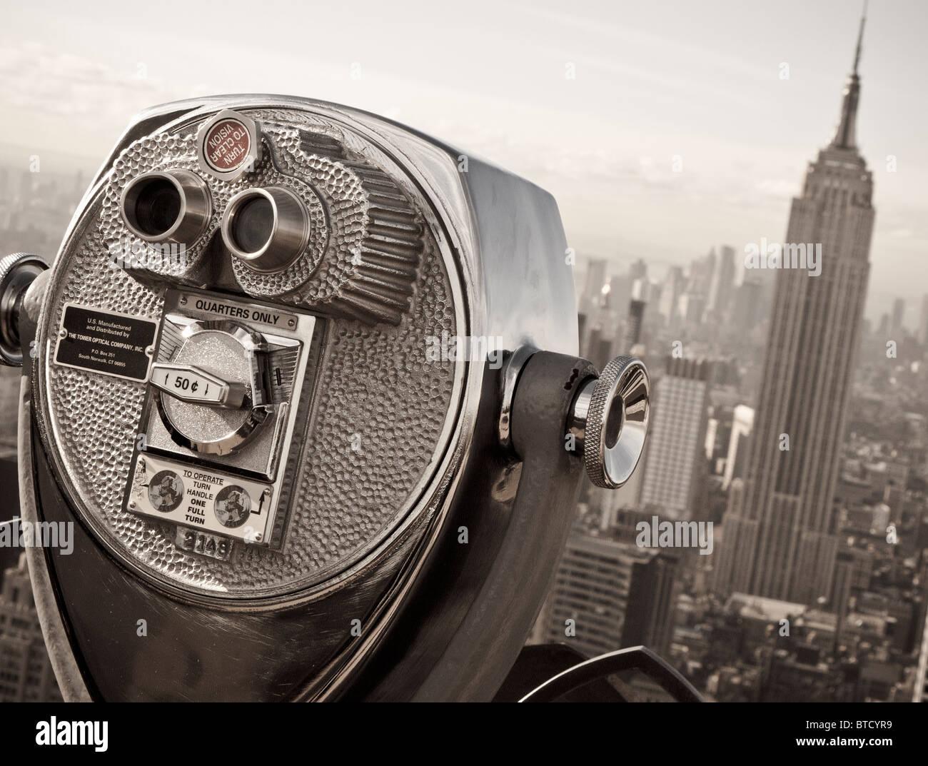 Vue sur l'Empire State Building du haut de la roche plate-forme d'observation sur le Rockefeller Center Photo Stock
