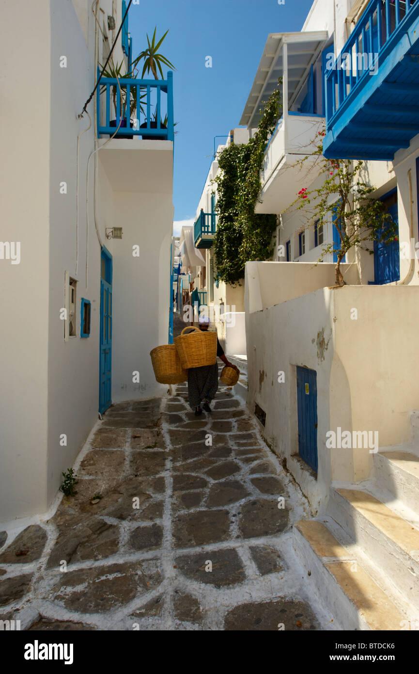Les ruelles aux maisons colorées de Mykonos Chora, île des Cyclades, Grèce Photo Stock
