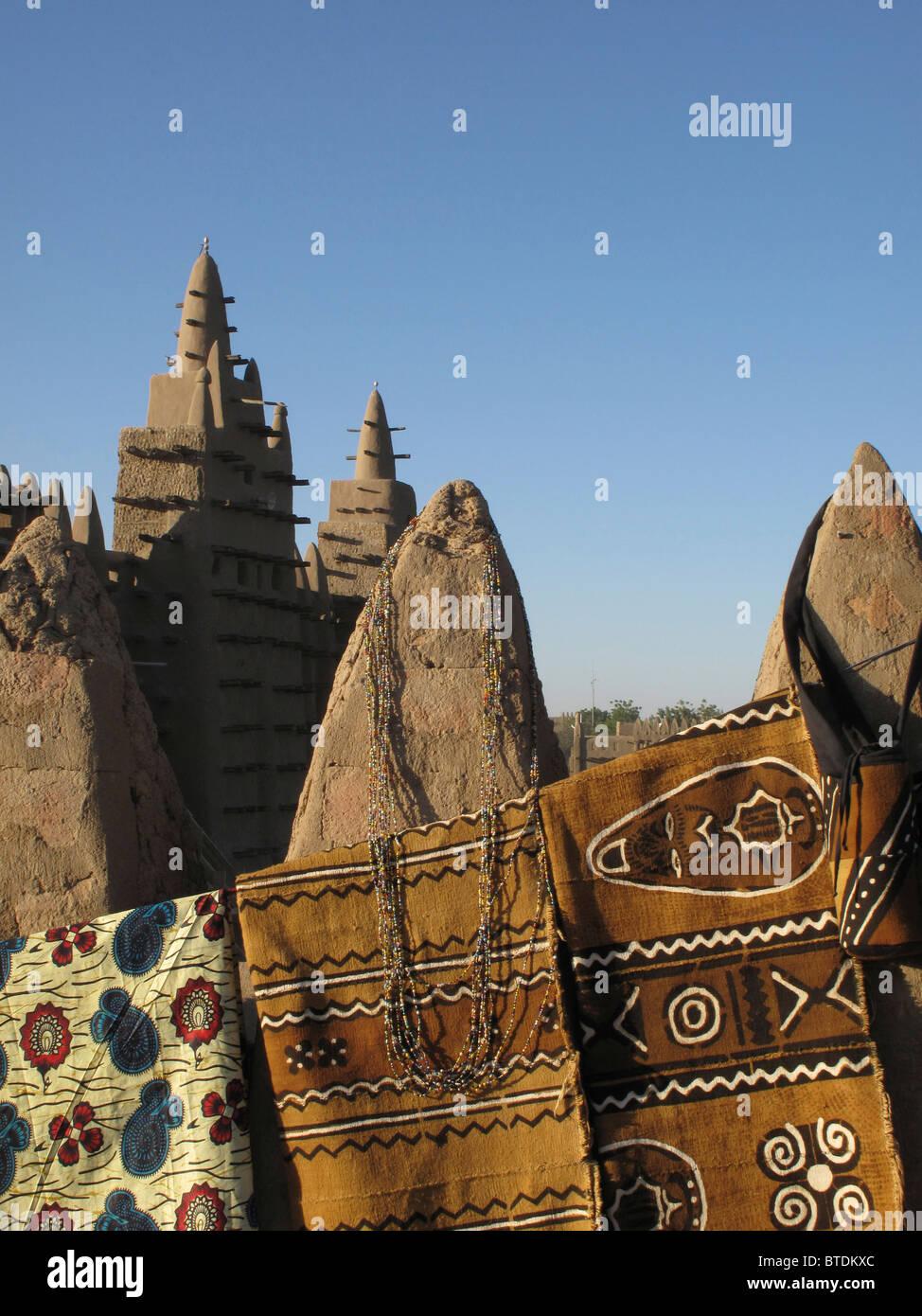 Tissu de boue traditionnelles (bogolan) en vente à la marché de Djenné Photo Stock