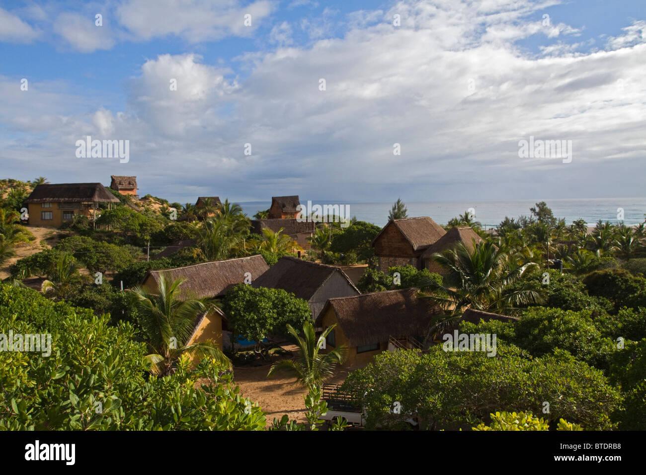 Vue panoramique de maisons et chalets de vacances sur la côte du Mozambique Photo Stock
