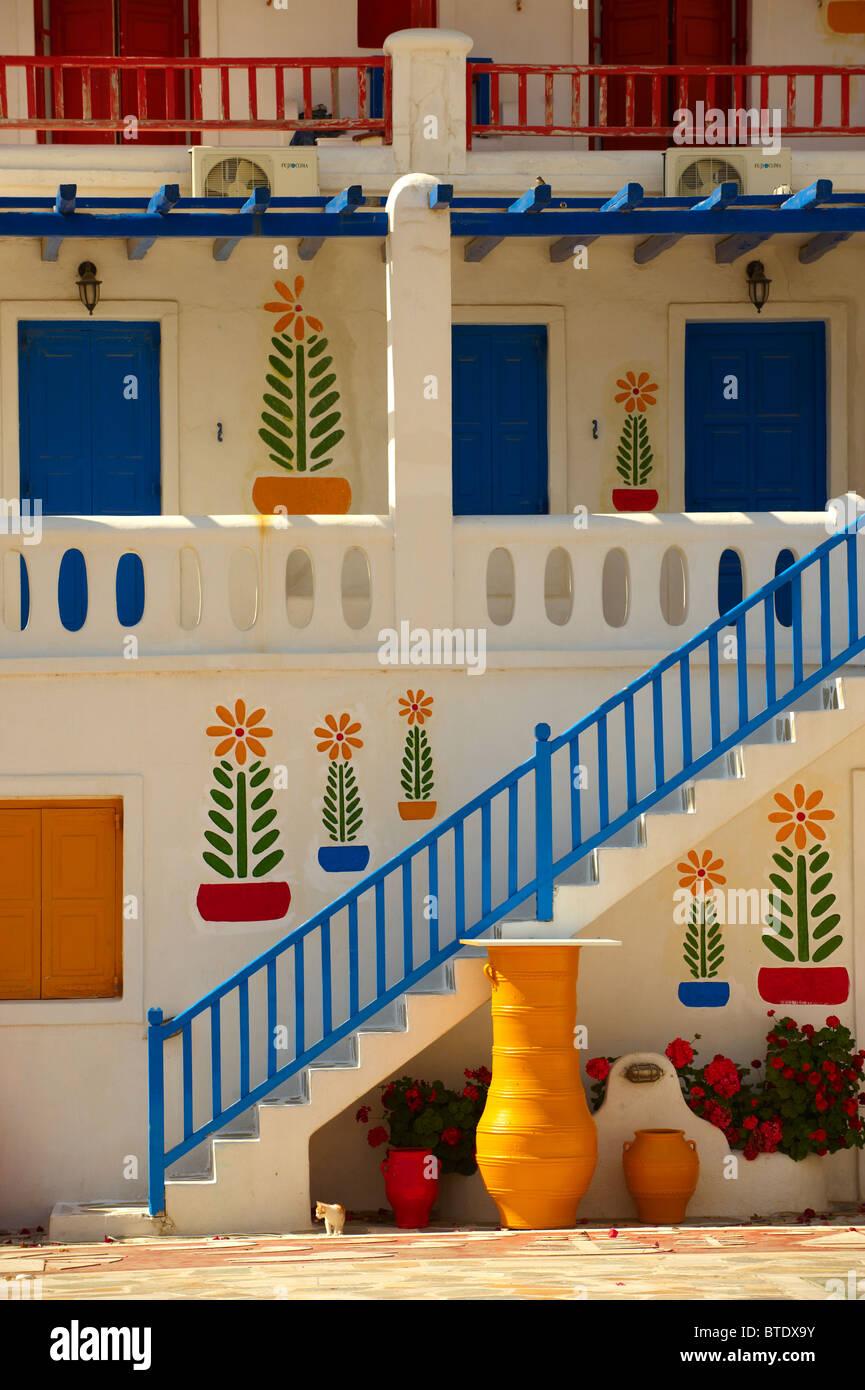 Maison décorée avec de l'art populaire traditionnel de Mykonos, Cyclades, Grèce. Photo Stock