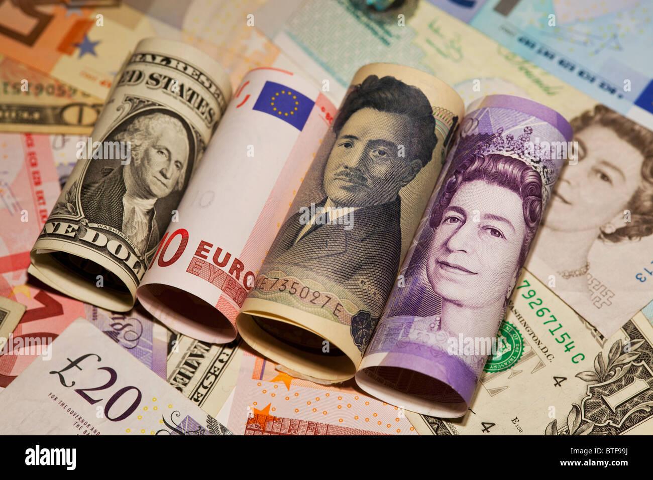 Dollar, euro, yen et livre sterling bank notes Photo Stock