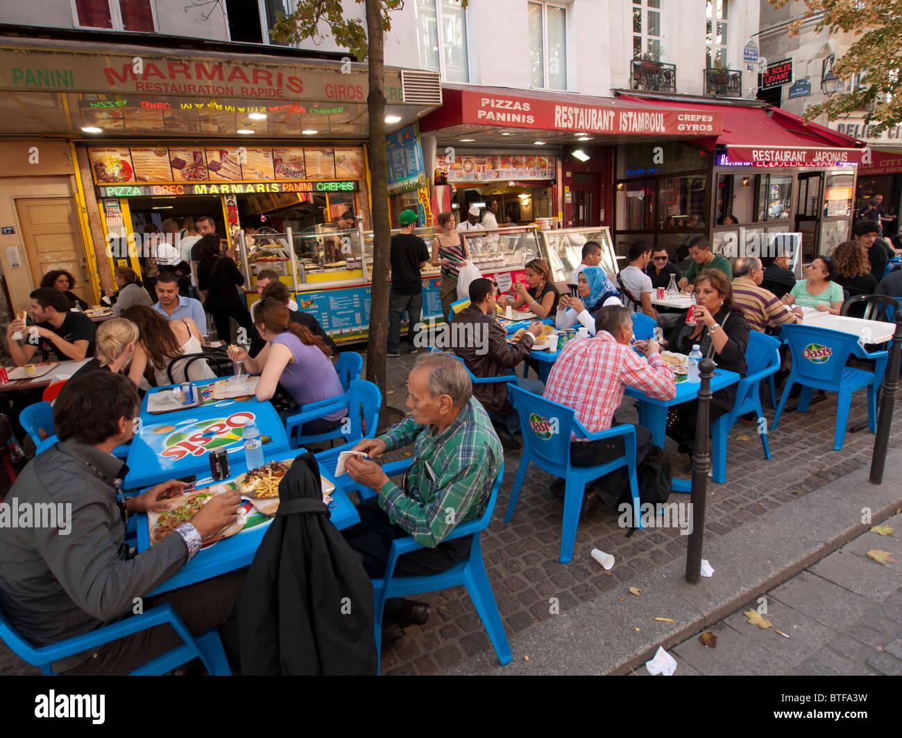 Restaurant typique occupé la chaussée ethniques dans le quartier du Marais à Paris france Photo Stock
