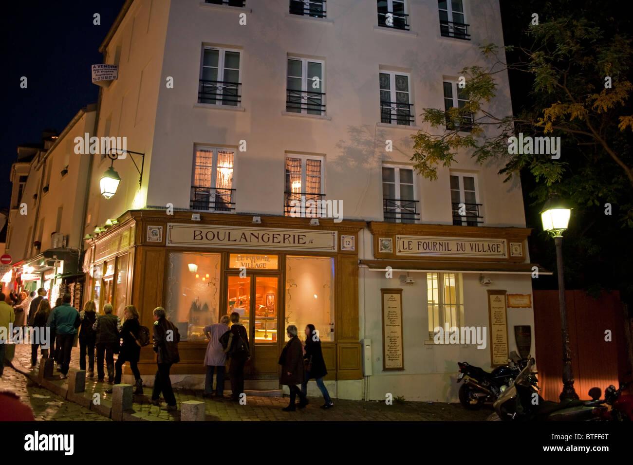 Paris, France, scène de rue, les gens se rendant sur Montmartre, parisien, dans la nuit, vieux français Boulangerie, Banque D'Images