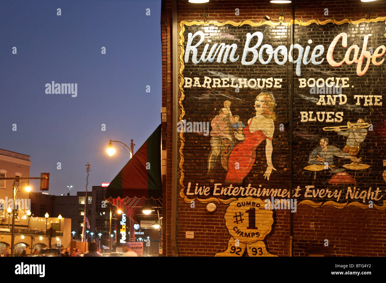 :Enseigne peinte sur le Rum Boogie Café sur Beale Street, le centre-ville de Memphis, Tennessee, États-Unis Banque D'Images