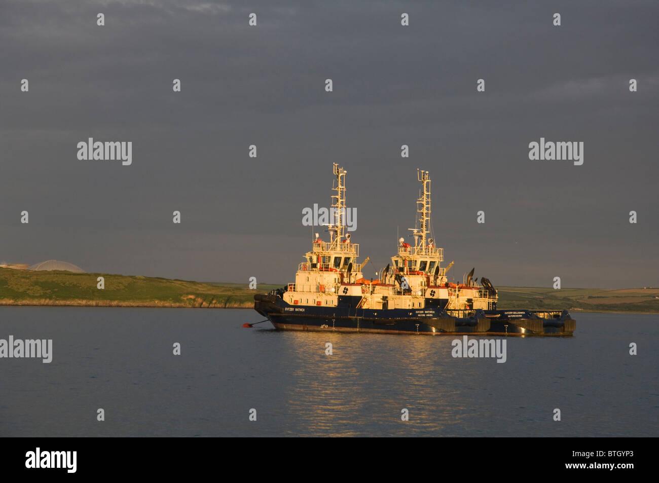 Les remorqueurs, Milford Haven, Pembrokeshire, Pays de Galles, Royaume-Uni, Europe Photo Stock