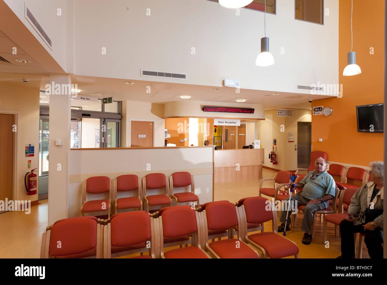 Salle d'attente de réception au Centre médical de Gosport Photo Stock