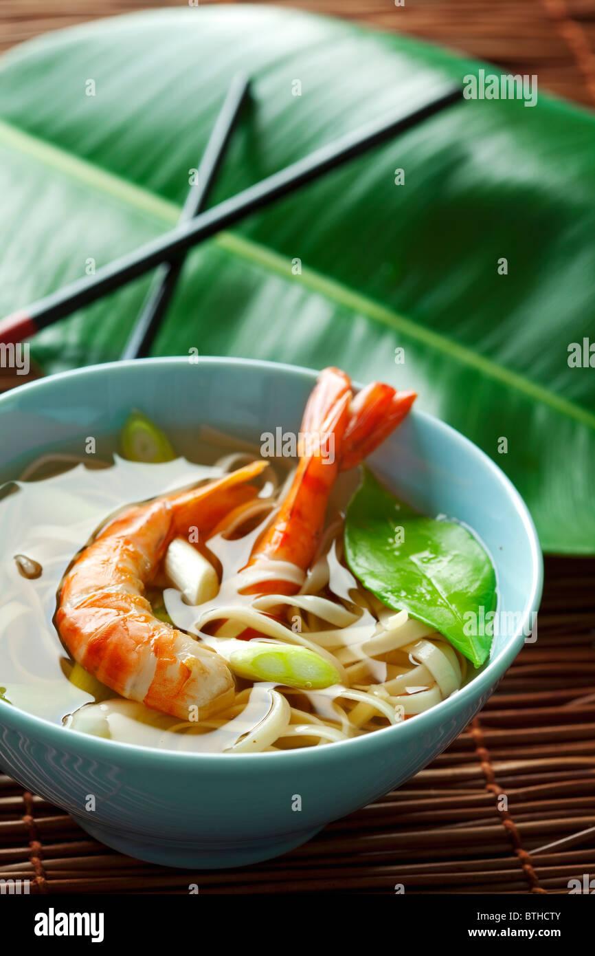 Les crevettes et les nouilles de style asiatique Photo Stock
