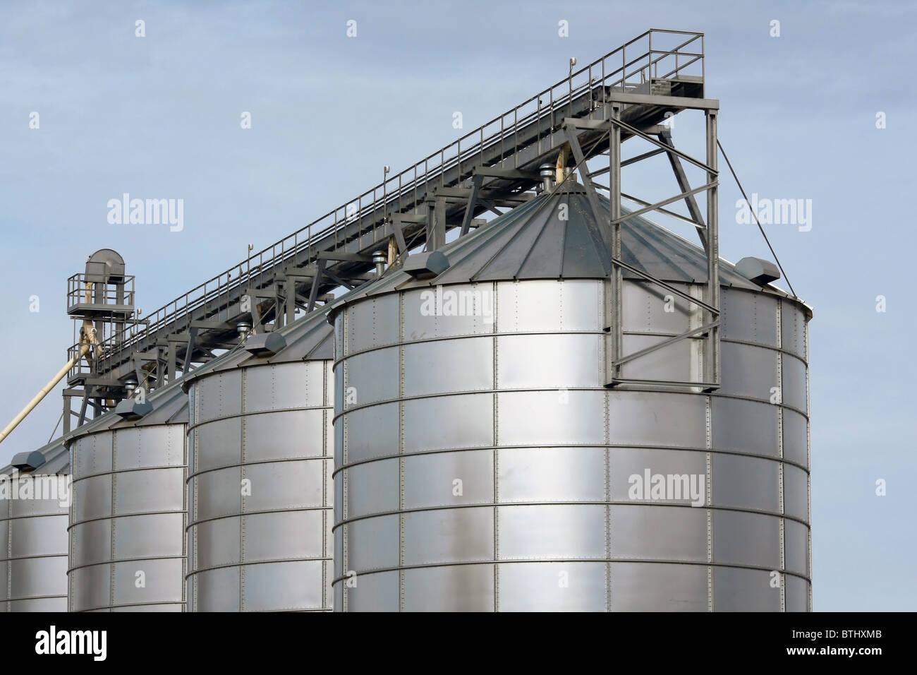 Réservoirs de stockage agricole Photo Stock