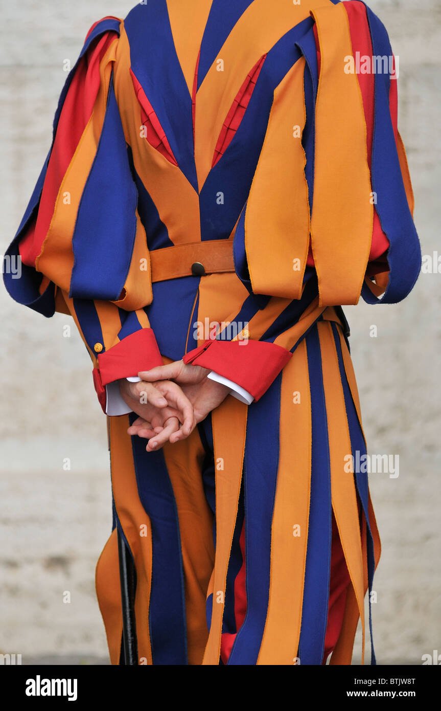 Rome. L'Italie. Uniforme d'été colorés de la Garde Suisse. Photo Stock