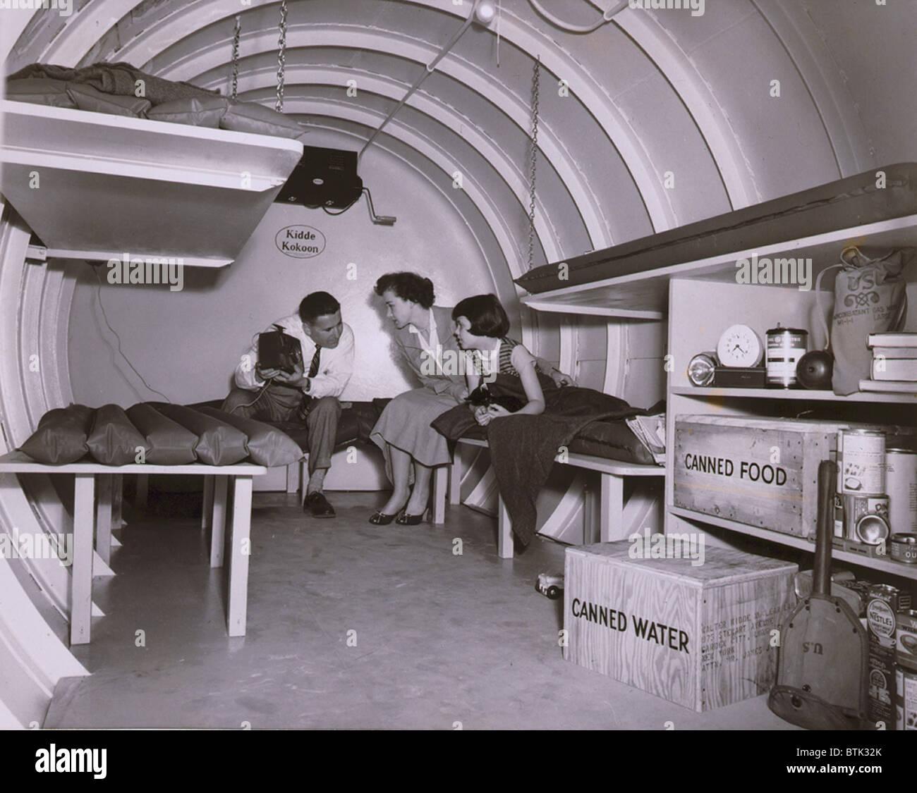 Intérieur d'un abri atomique souterrain à Long Island, New York 1955. Photo Stock