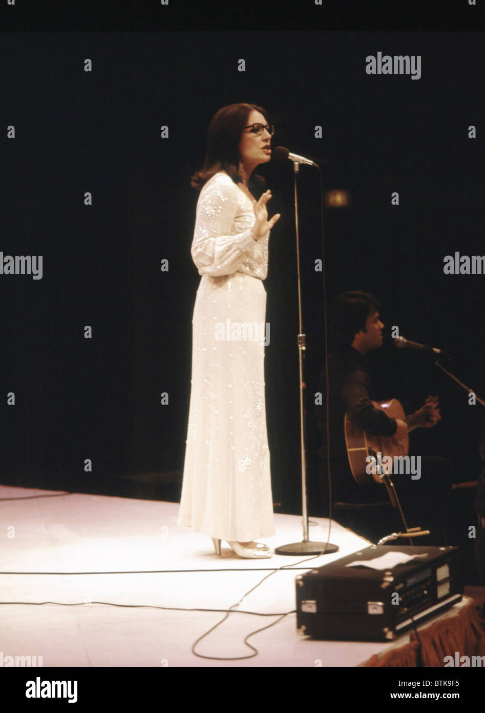 Nana Mouskouri, 1981, Millrun Playhouse Theatre, à la ronde, Niles, Illinois. Banque D'Images