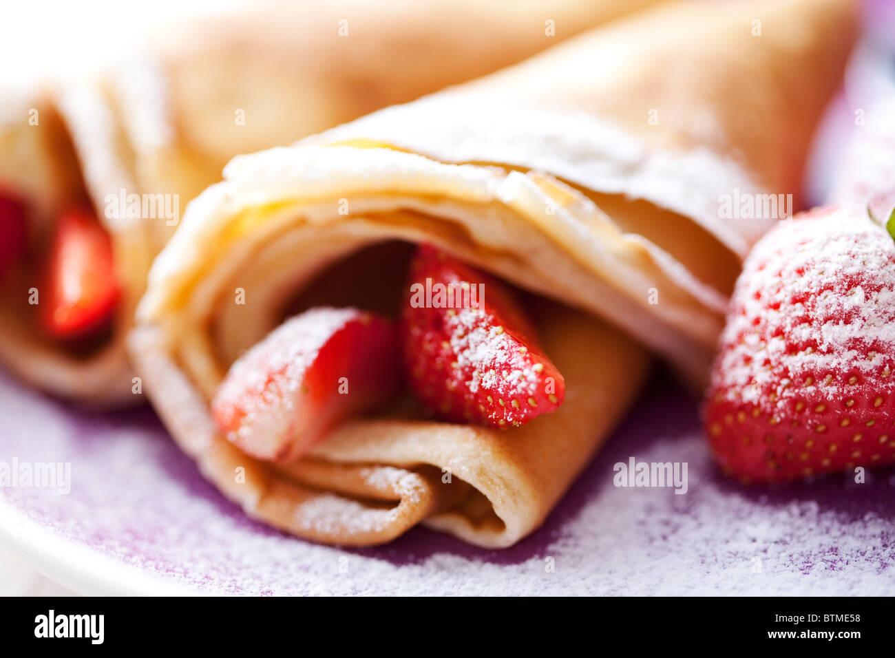 Des crêpes et des fraises Photo Stock