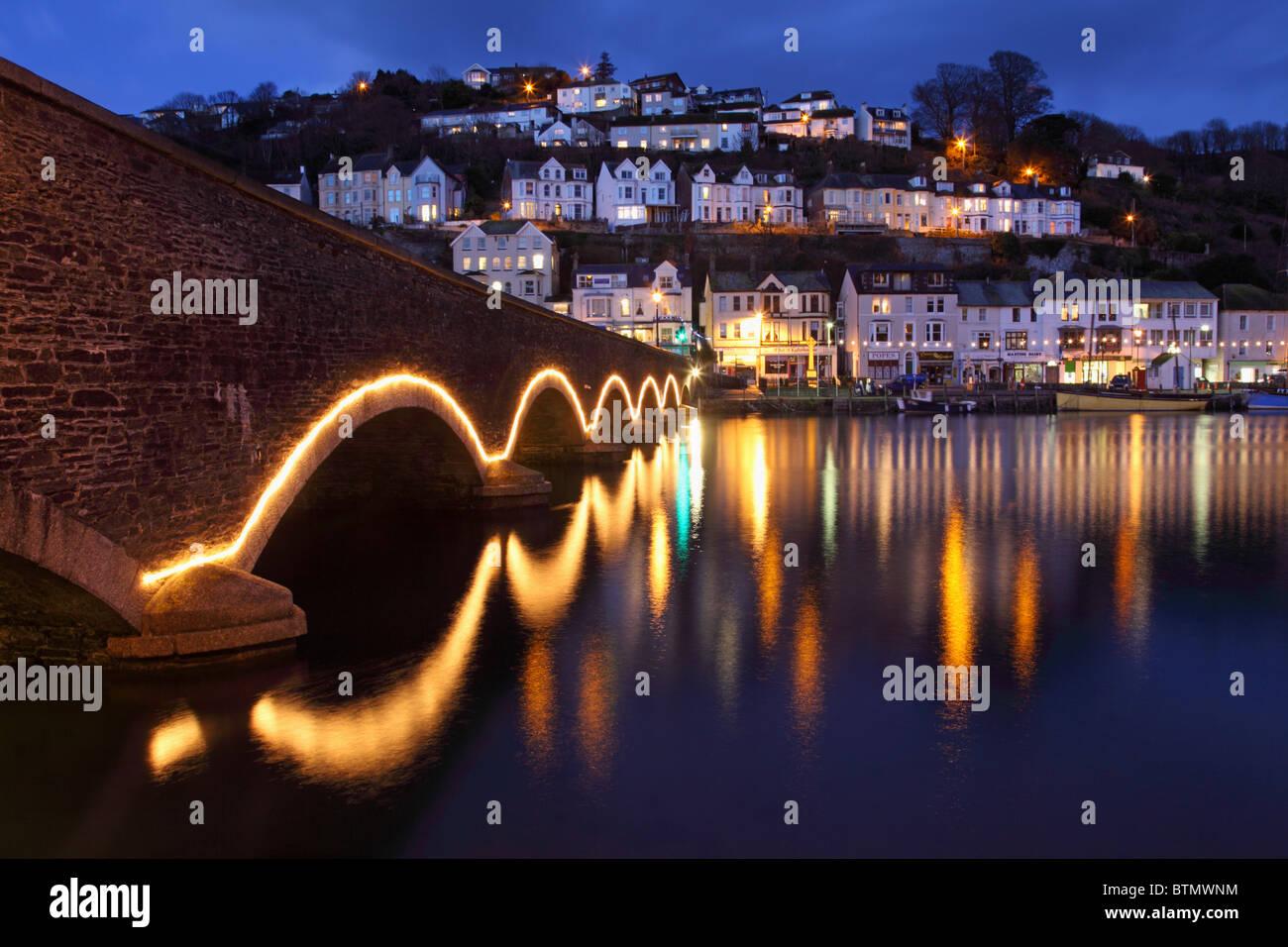 Le pont sur la route dans le sud-est de la rivière Looe Cornwall capturés pendant le crépuscule Photo Stock