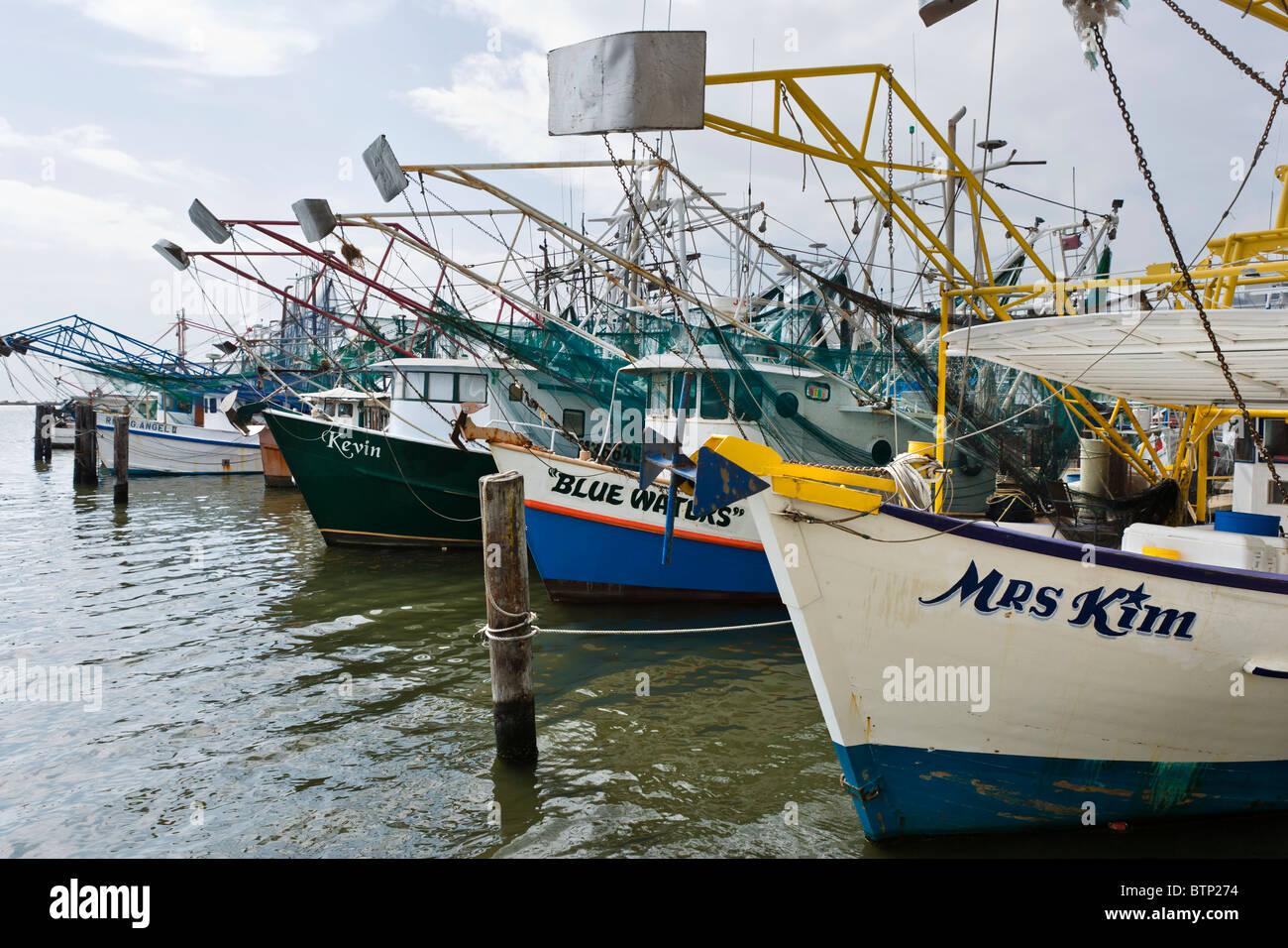 Bateaux de crevettes dans le port à Biloxi, la Côte du Golfe, Mississippi, États-Unis Photo Stock