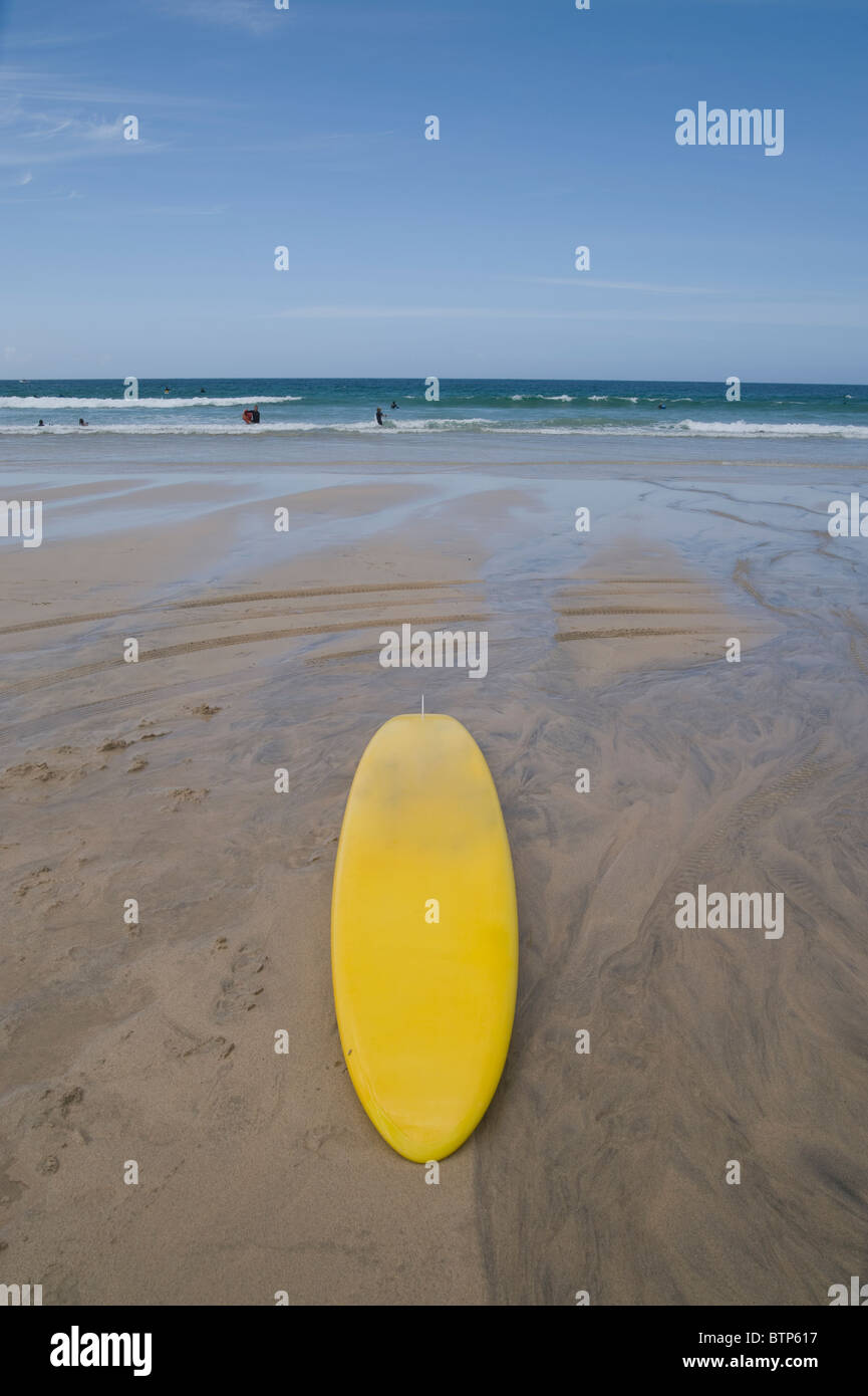 Lifeguard de surf sur la plage de St Ives, Cornwall, UK. Banque D'Images