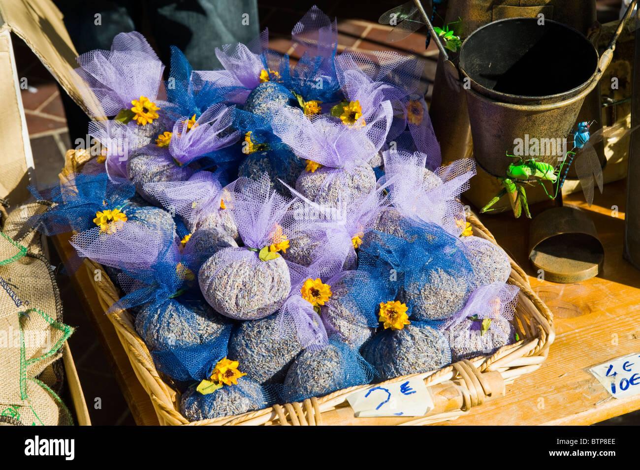 La lavande, les herbes de Provence en vente, marché dans la vieille ville, Nice, Côte d'Azur, France Photo Stock