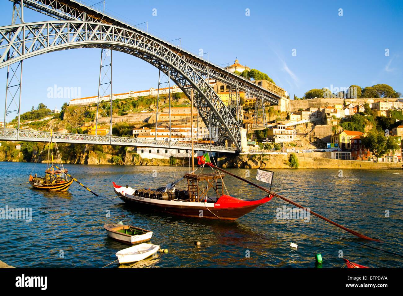 Chaland de port, le fleuve Douro, Porto, Portugal Banque D'Images