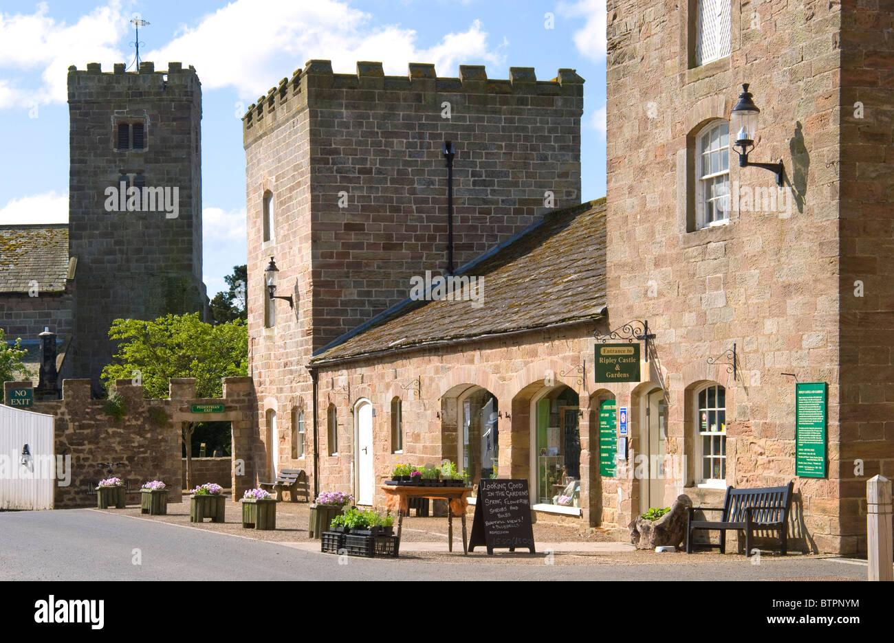 L'Angleterre, Yorkshire du Nord, Ripley entrée du château Photo Stock