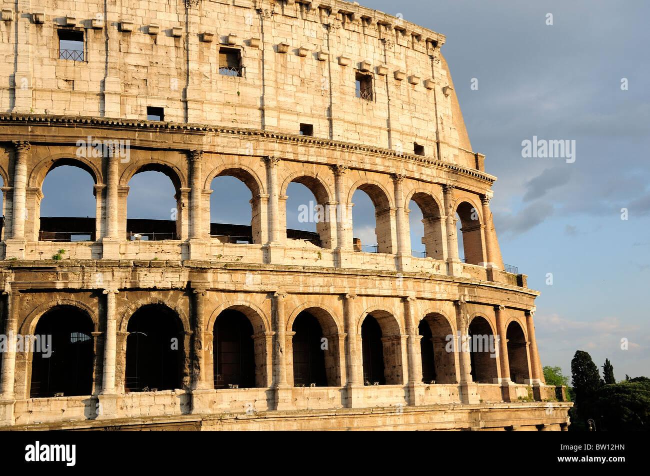 L'article de Colosseum où tous les quatre étages sont intacts Photo Stock