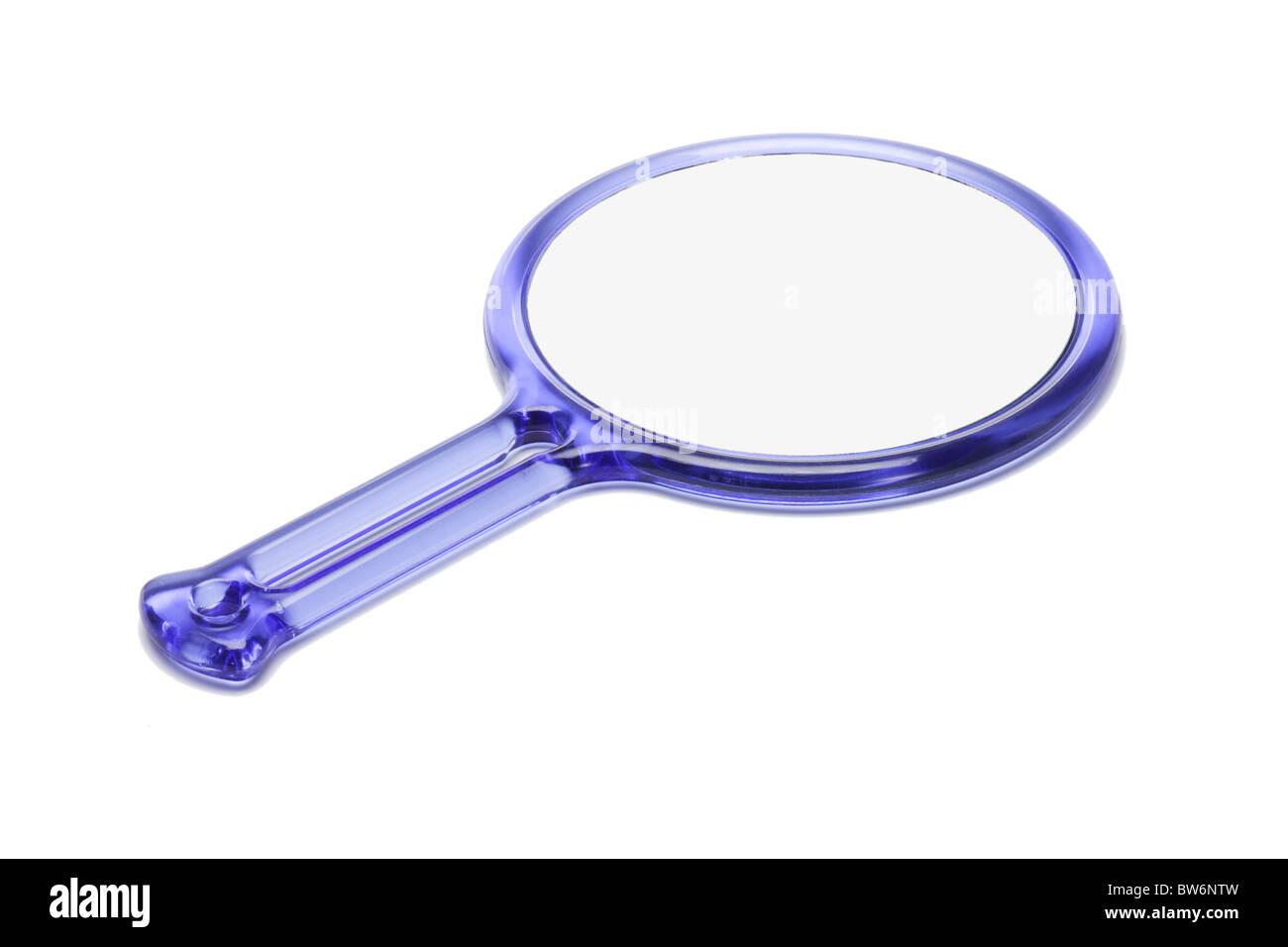 Miroir à main en plastique bleu sur fond blanc Photo Stock