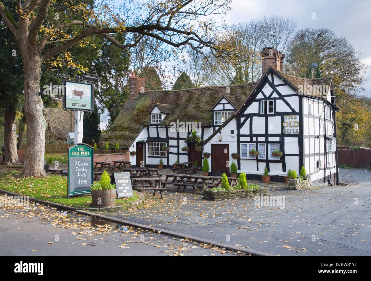 Le Old Bull Inn à Inkberrow. Worcestershire. L'Angleterre. UK. Photo Stock